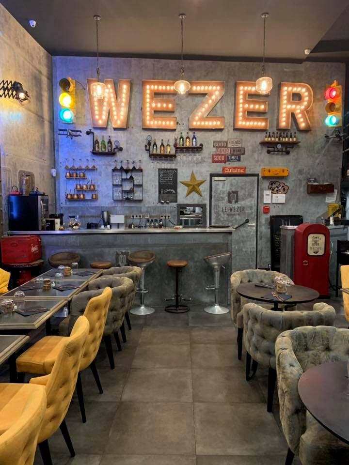 Idée décoration café bar style industriel et Eiffel