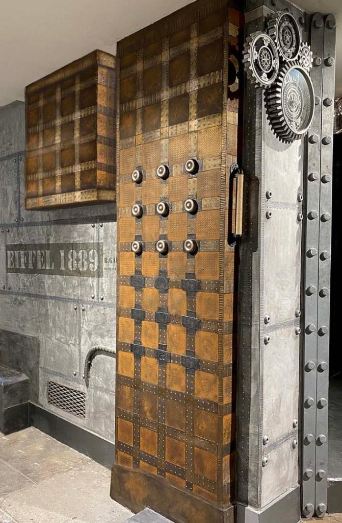 Rénovation brasserie IPN style Eiffel et murs métal