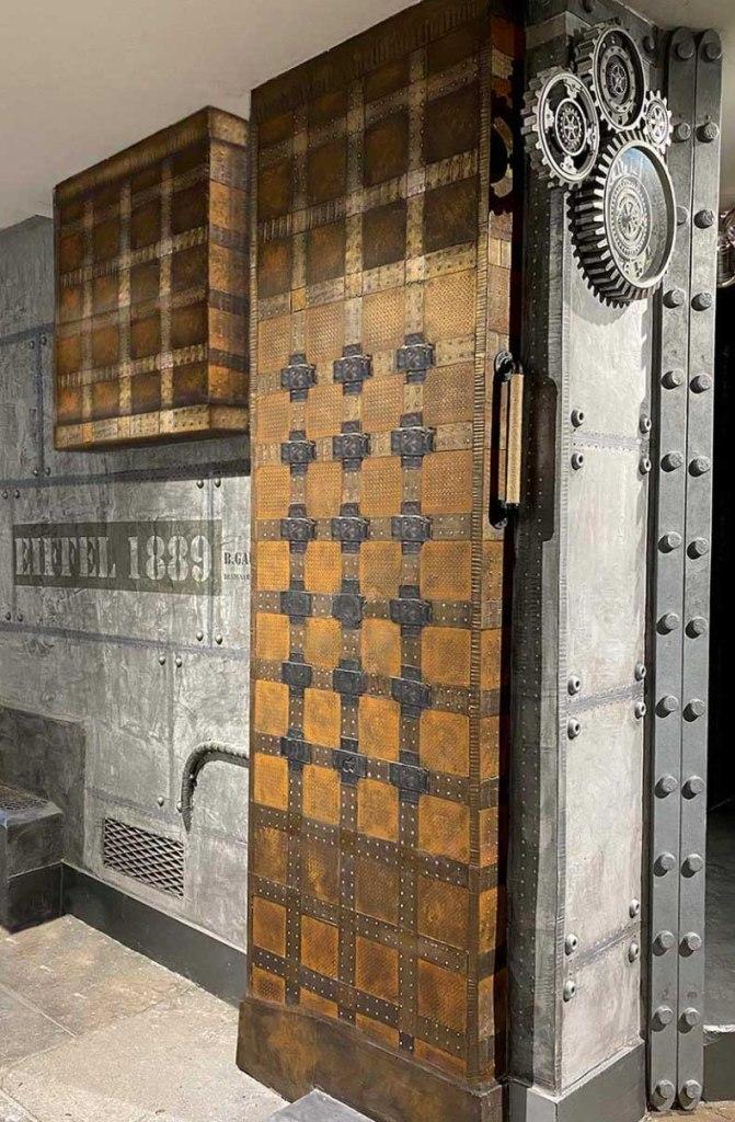 décorateur d'intérieur murs industriel restaurant murs métal et Eiffel 3D