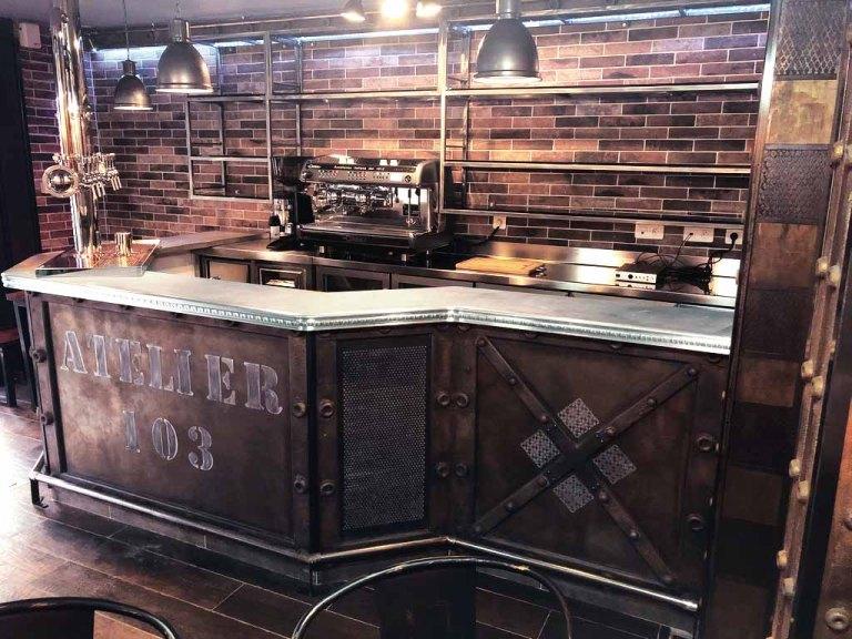 artiste peintre décorateur bar style industriel