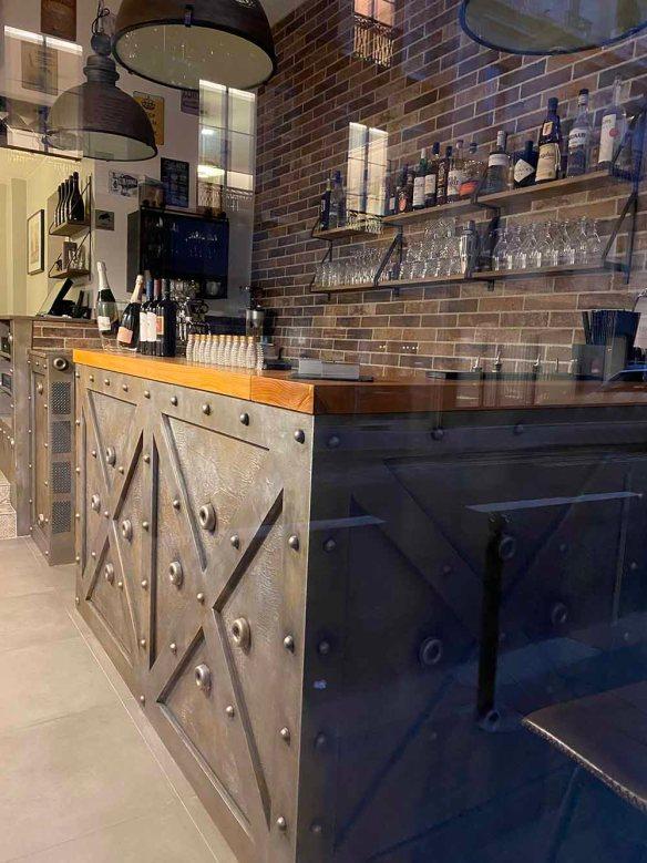 Bar à vins style industriel