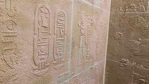 Décorateur de murs de hall d'immeuble murs métal reproduction pierre de Paris