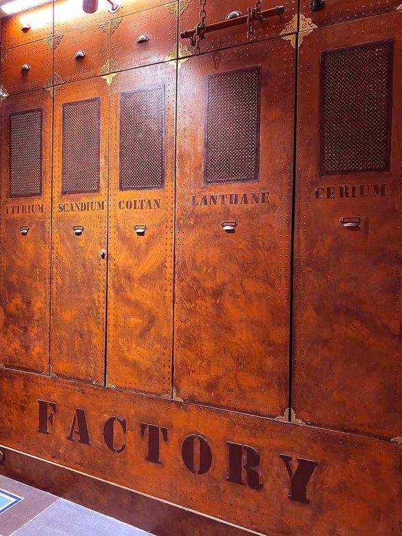 décoration salon de coiffure décorateur d'intérieur style industriel murs métal