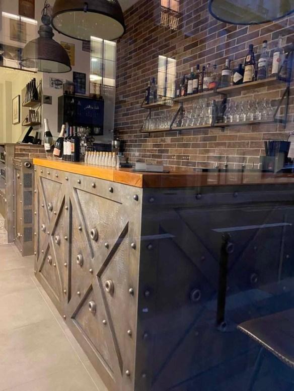 rénovation comptoir de bar industriel