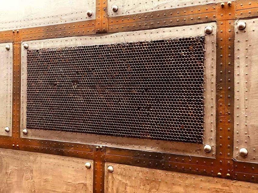 Décoration bar style industriel et Eiffel additionné fausse grille en relief 3D oxydée