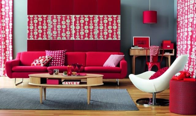 canape salon rouge rose table basse en bois fauteuil blanche idee deco salon