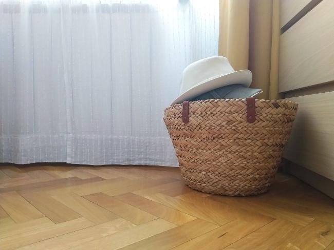 suelo limpio en el dormitorio