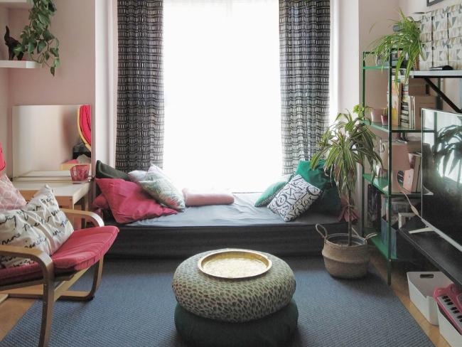 mi salón con sitio para sentarse en el suelo