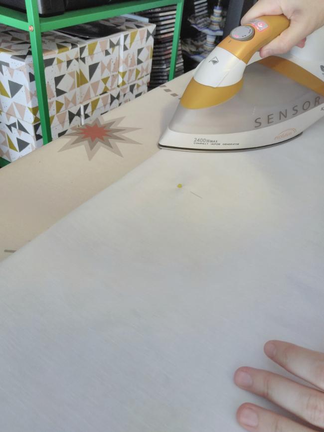 se marca el doblez del largo deseado con la plancha