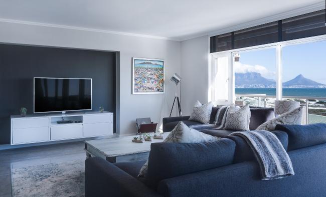 salón contemporáneo en gama de grises