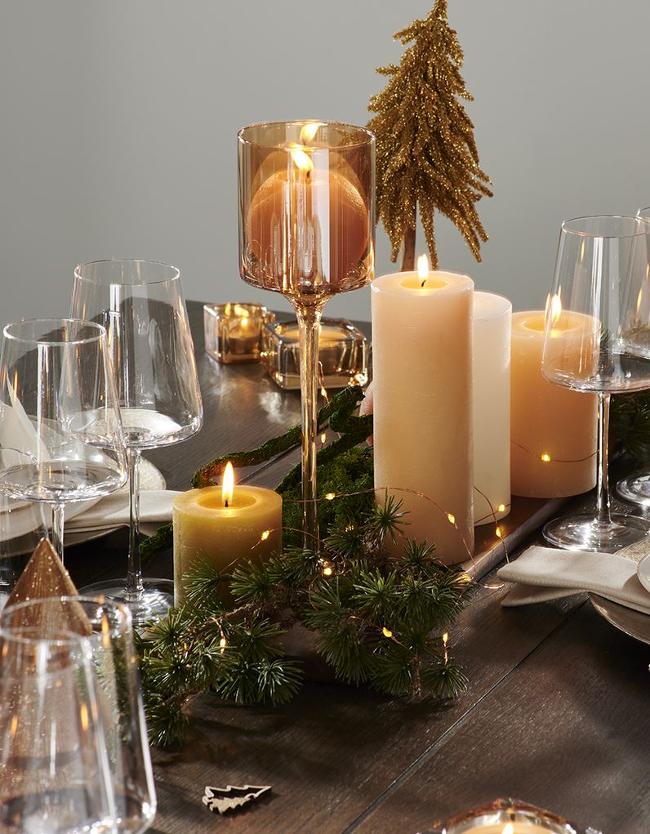 mesa sin mantel en Casa