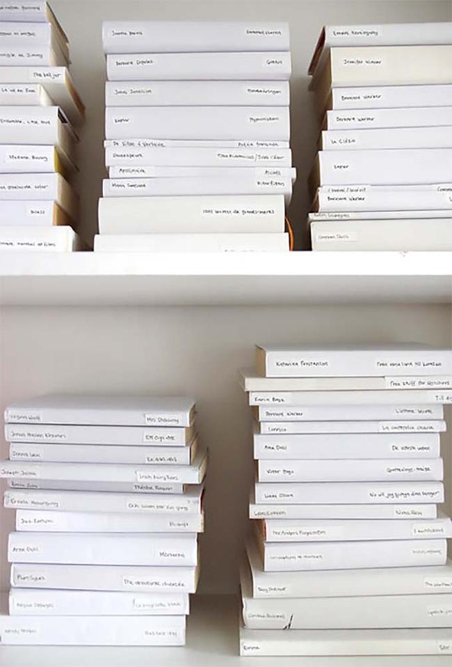libros forrados en papel blanco