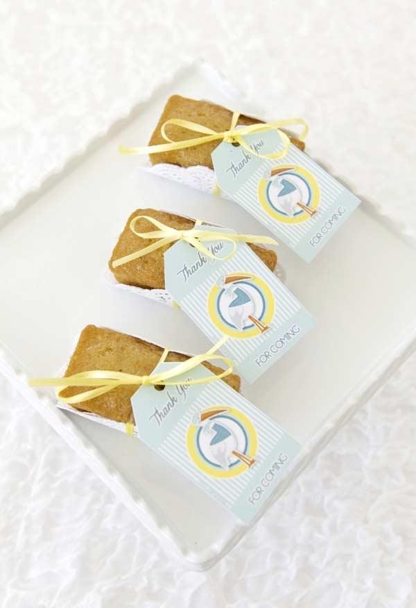 Fatias de bolo simples para lembrancinha de chá de bebê