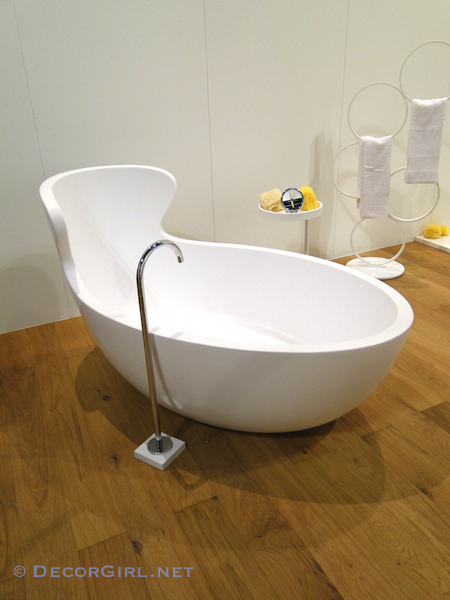 Klismos Back Bathtub