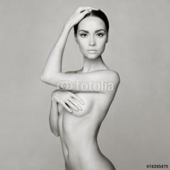 erotyczna-fototapeta-naga-kobieta-monochrom