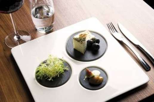 Assiette design : Les assiettes Dinner for one chives byRAK Porcelain