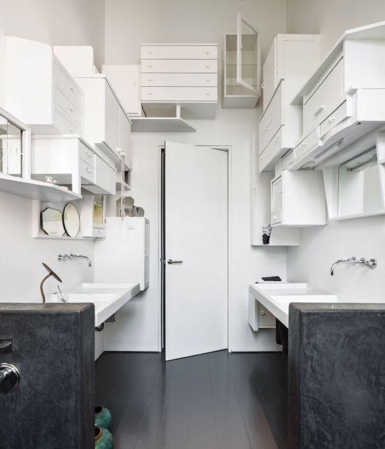 Une salle de bain design grâce aux rangements