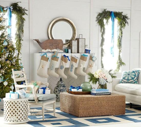 Une décoration de Noël moderne en blanc et bleu