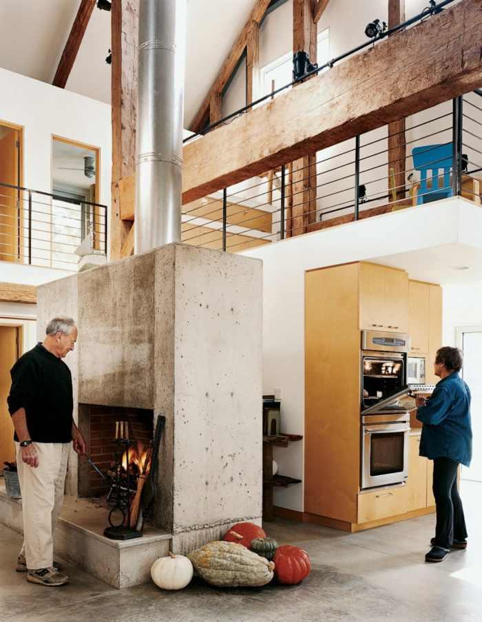 Hauts plafonds et poutres apparentes