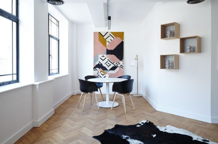 Accessoiriser des murs blancs avec des couleurs