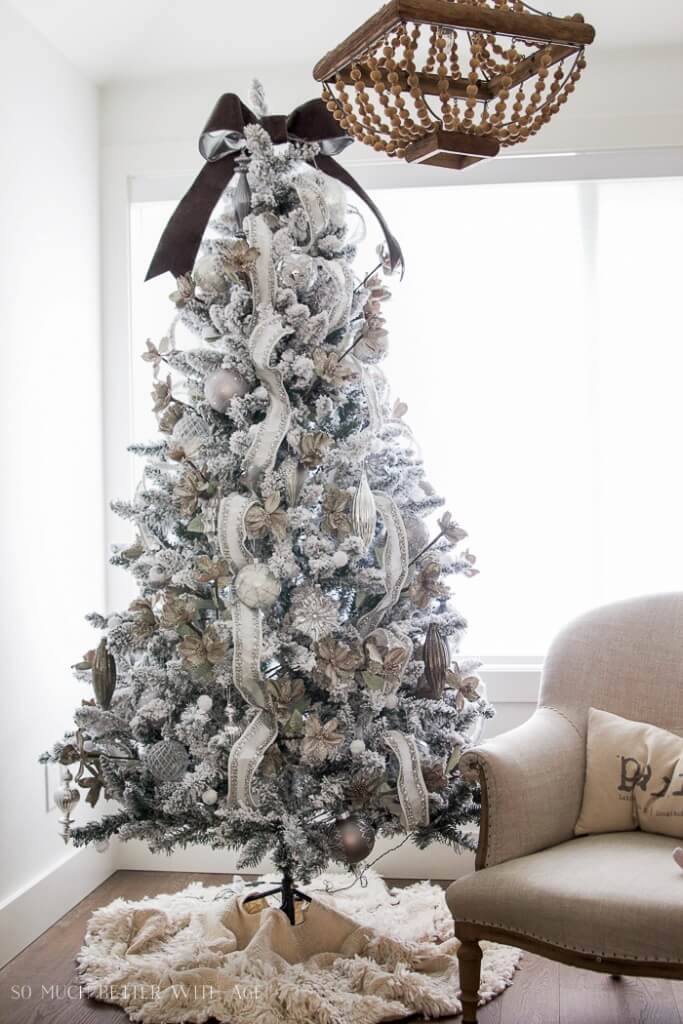 Un sapin de Noël argenté