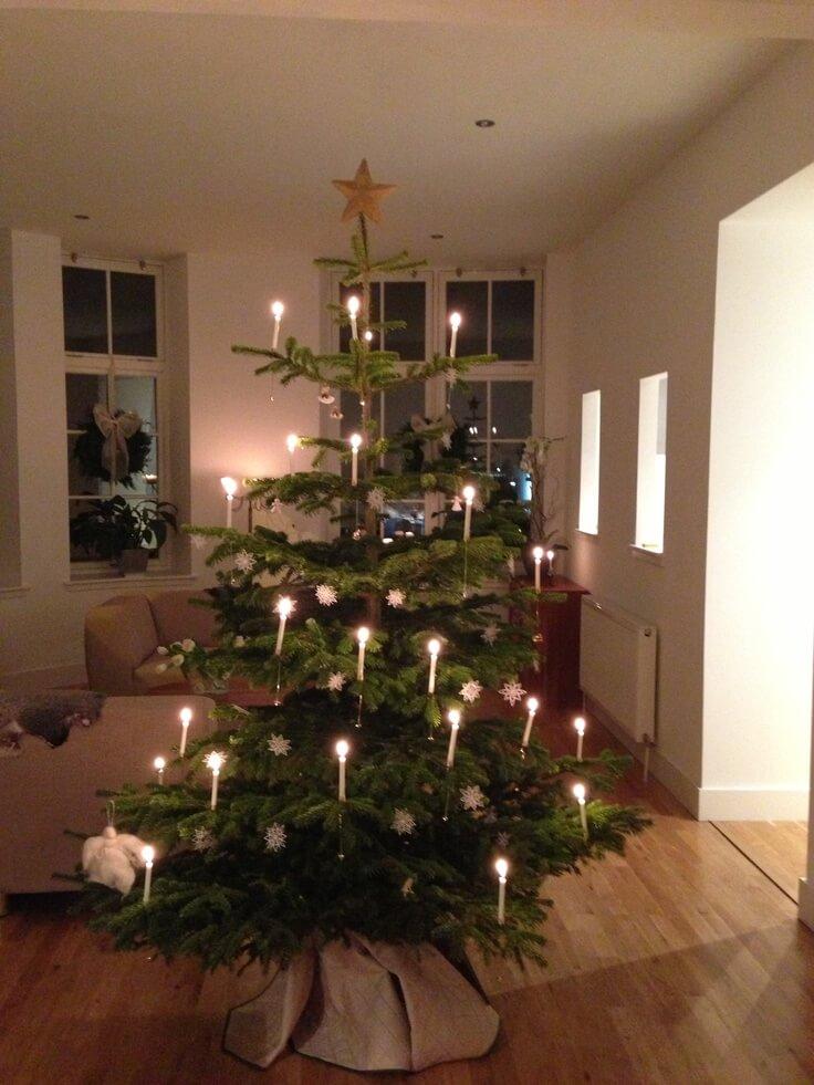Un sapin de Noël avec bougies