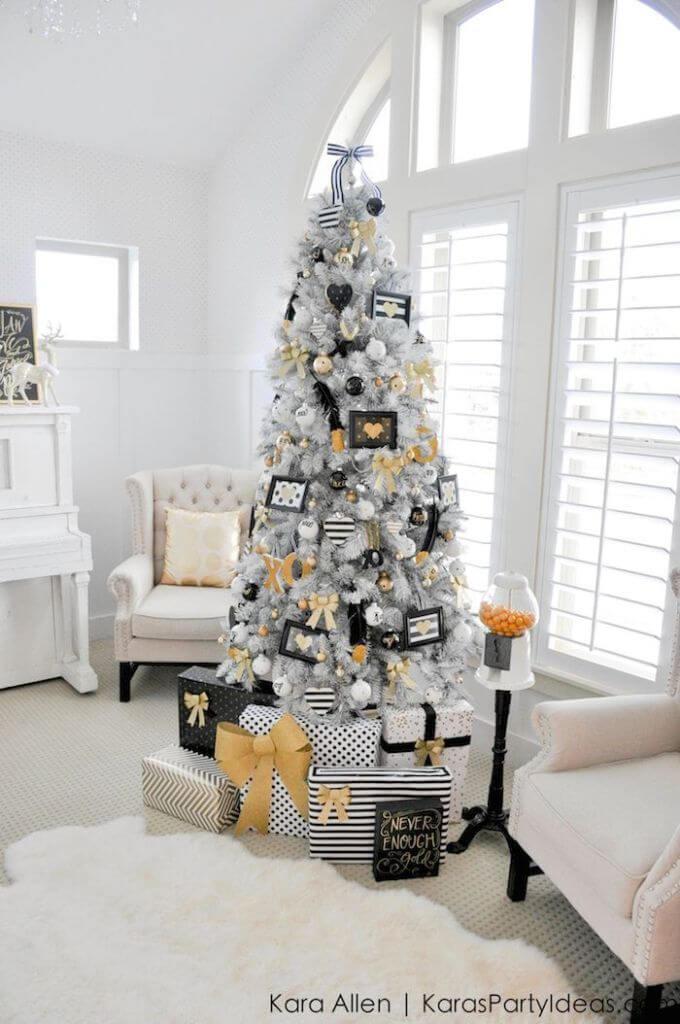 Un sapin de Noël noir et blanc