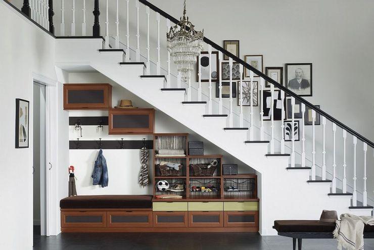 Utiliser l'espace sous l'escalier pour du rangement
