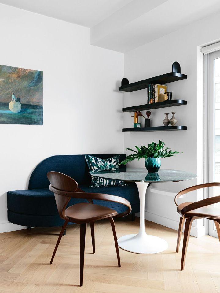 Décorer le coin d'une pièce avec un canapé