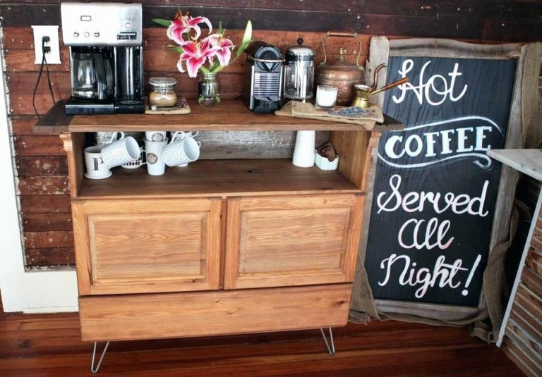 Un bar à café en bois