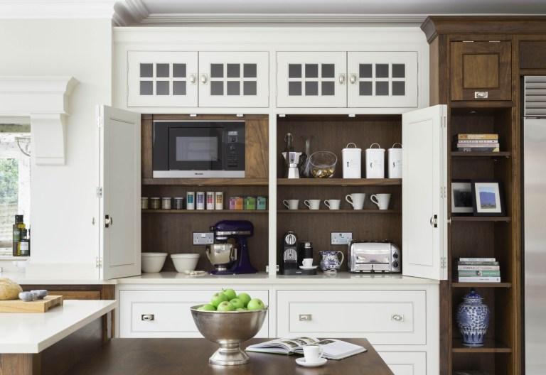Un bar à café dans une grande armoire