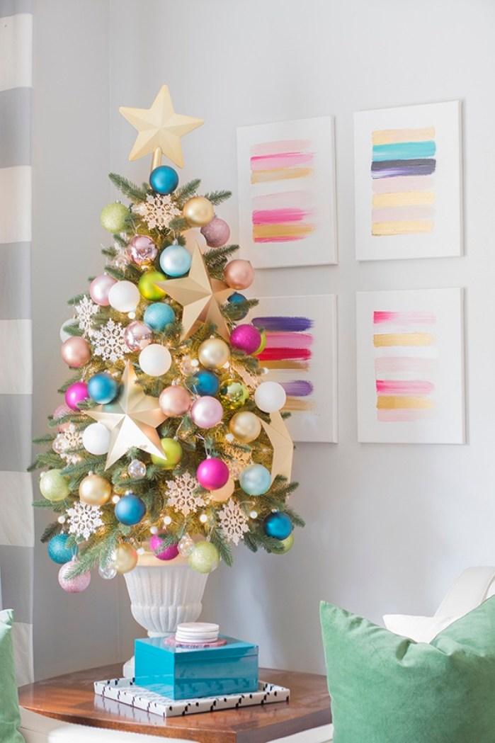 Quelle est la meilleure façon de décorer un sapin de Noël pastel