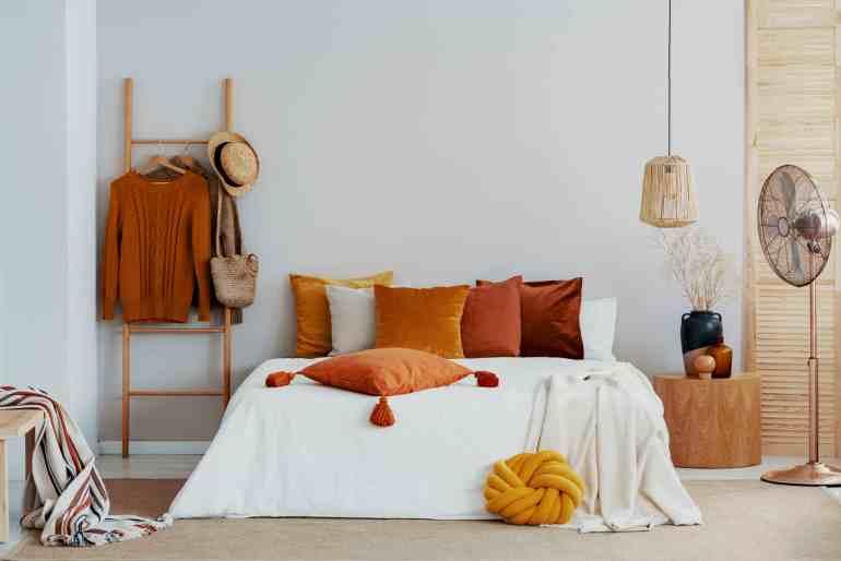 Ajoutez des accents de bois naturel à votre chambre hygge