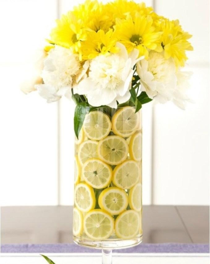Des idées de décorations florales pour l'été avec des fruits