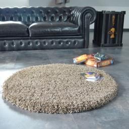 tapis salon en shaggy et velours noir