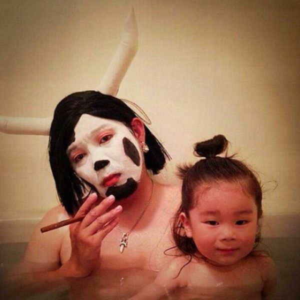 Padre japones hija bano 04