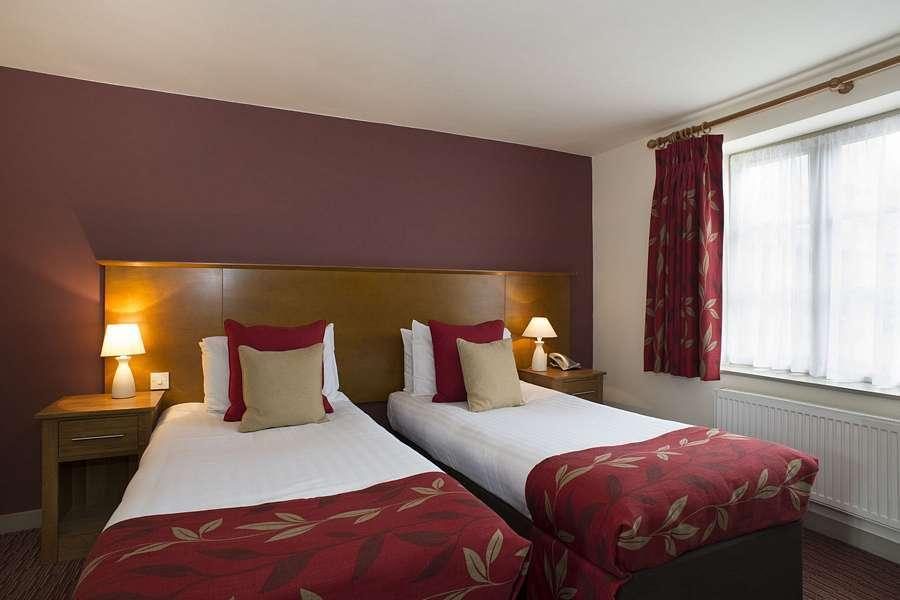 Deddington Hotel Twin Room Oxfordshire