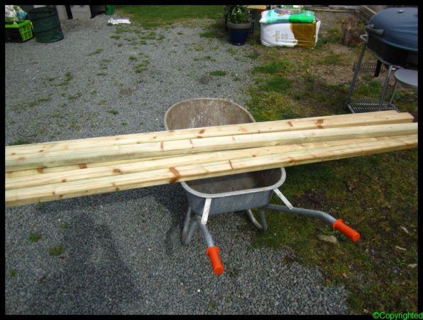 Planken voor bakken in boomgaard