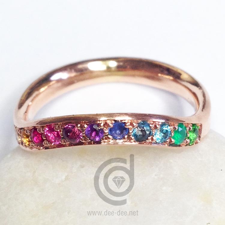 alianca de ouro com pedras preciosas