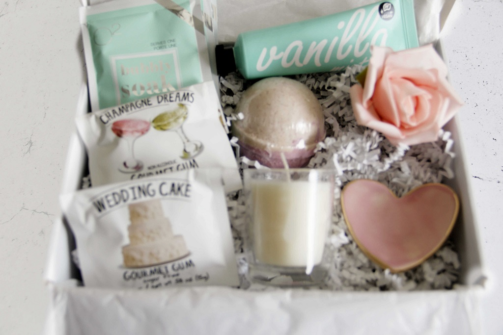 curated-wedding-gift-box-009