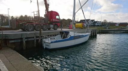 Maxi 77 sættes i Rønnerhavnen
