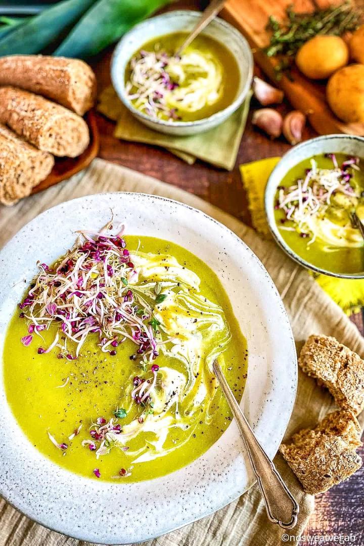 vegan-leek-potato-soup-min