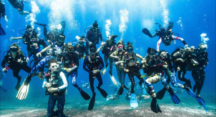 Girls That Scuba Attempt Female Divers World Record In Gili Trawangan Indonesia Deeperblue Com