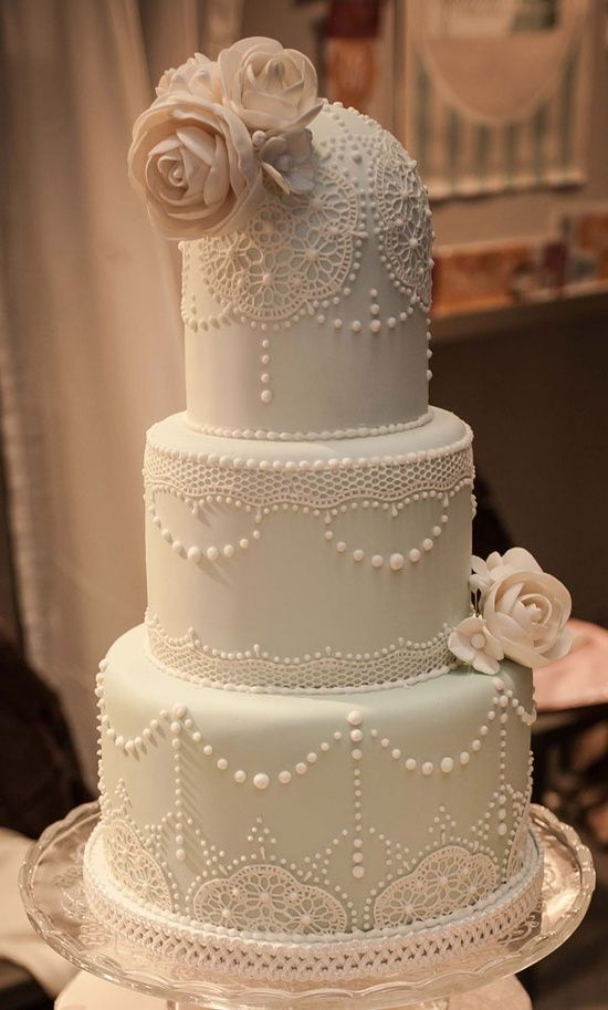 Vintage lace and roses wedding cakes   Deer Pearl Flowers Vintage lace and roses wedding cakes