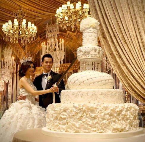 Top 13 Most Beautiful Huge Wedding Cakes   Deer Pearl Flowers big white wedding cake ideas