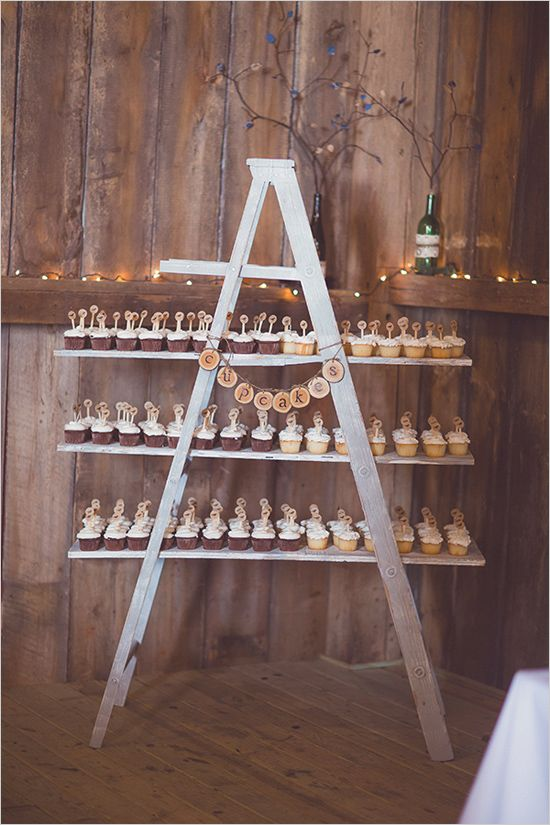 40 Chic Ways To Use Ladder On Rustic Country Weddings