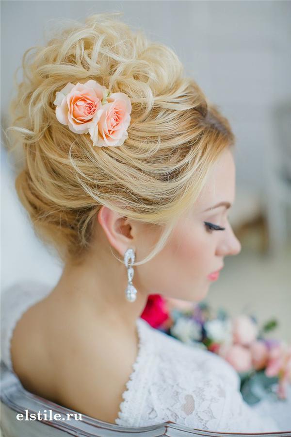 25 Romantic Long Wedding Hairstyles Using Flowers Deer