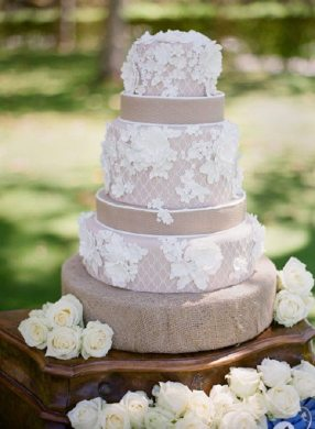 30 Burlap Wedding Cakes for Rustic Country Weddings   Deer Pearl Flowers     Rustic country lace and burlap wedding cake