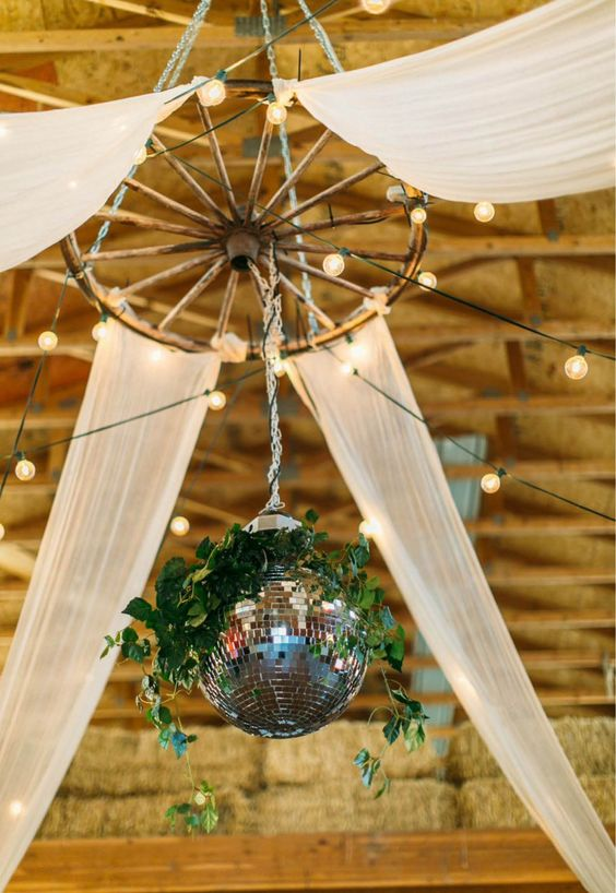 30 Rustic Country Wedding Ideas With Wagon Wheel Details Deer Pearl Flowers