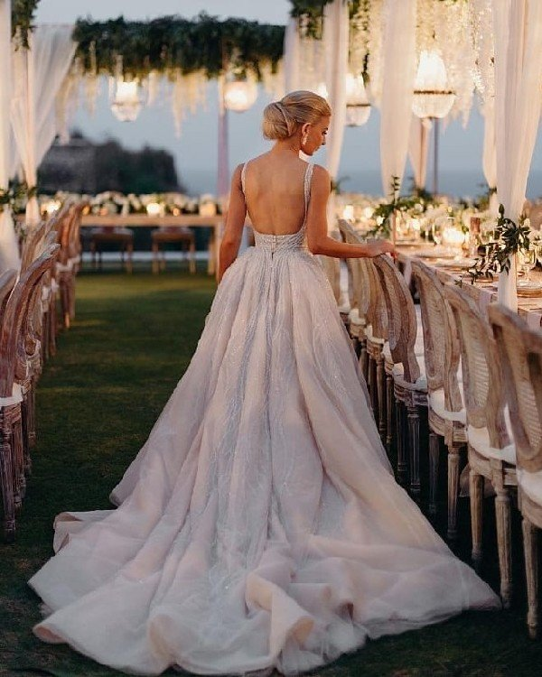 Radiant bride with magic dress and stunning setup